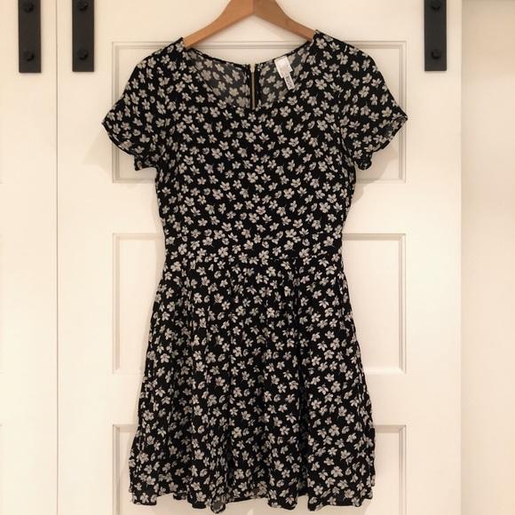 Rush Dresses & Skirts - Adorable zipper back floral dress🌼 Like new